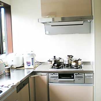 上部の食器棚がなくなったので、より一層広くなったように感じられます。
