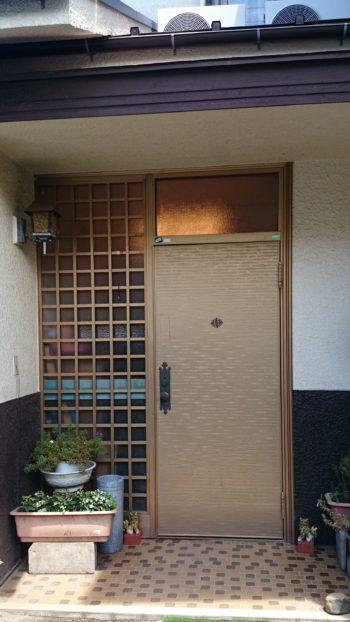 施工前の玄関です。