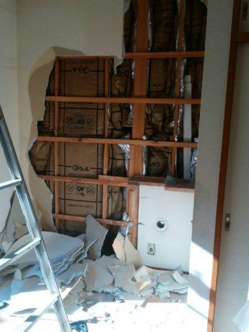 1階洋室 壁内装と床を撤去します。