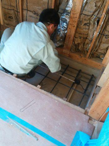 1階洋室 エレベーターを設置する土台の床を作ります。
