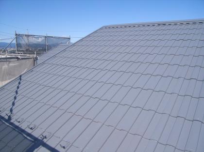完成後の様子です。まるで新しい屋根にしたように生まれ変わりました。