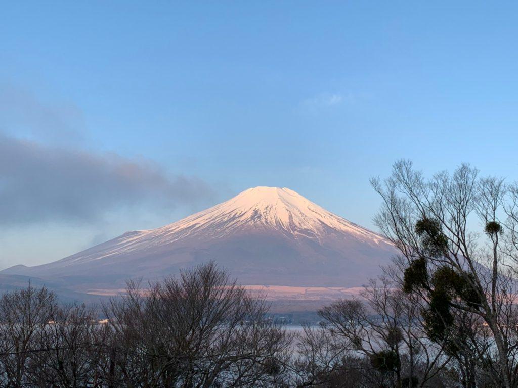山中湖から富士を望む
