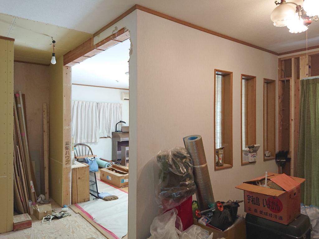 リビングに隣接する部屋の壁