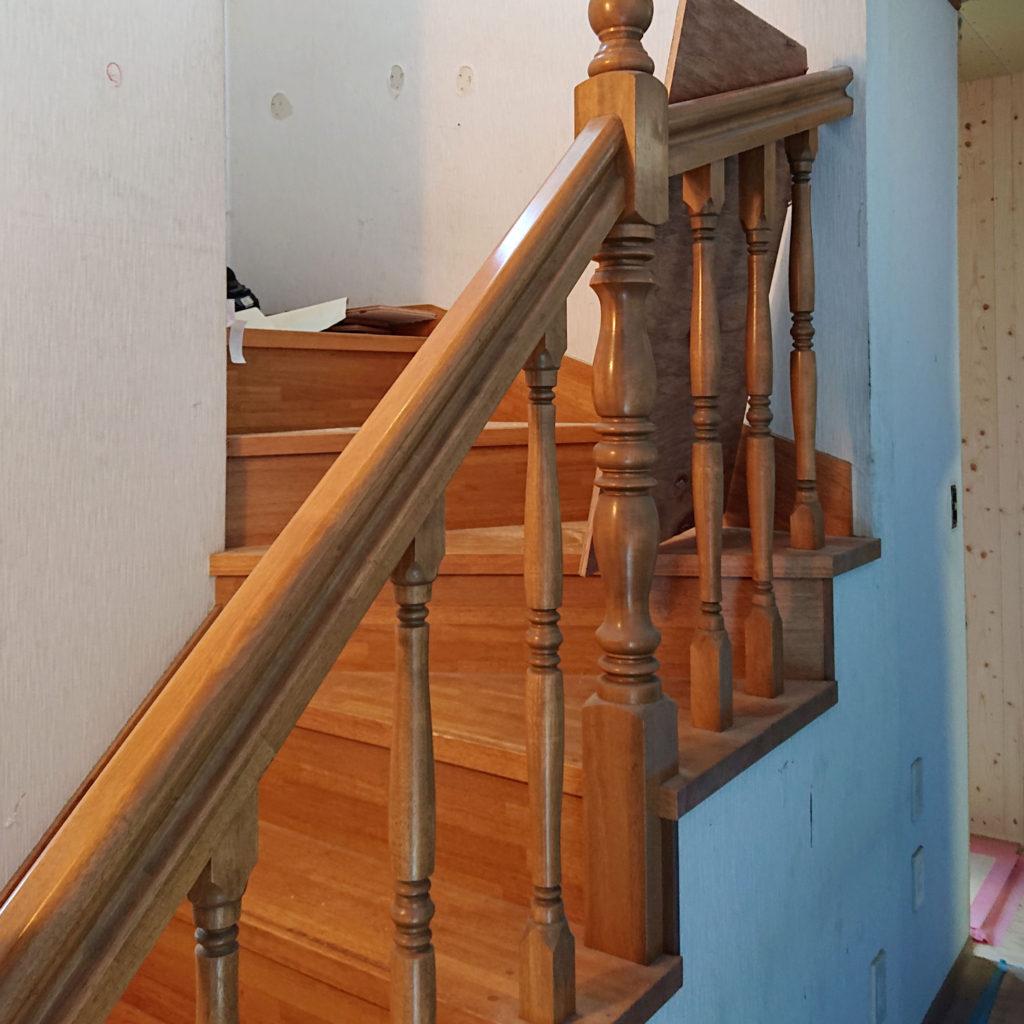 壁右側が階段 手すりはここだけ