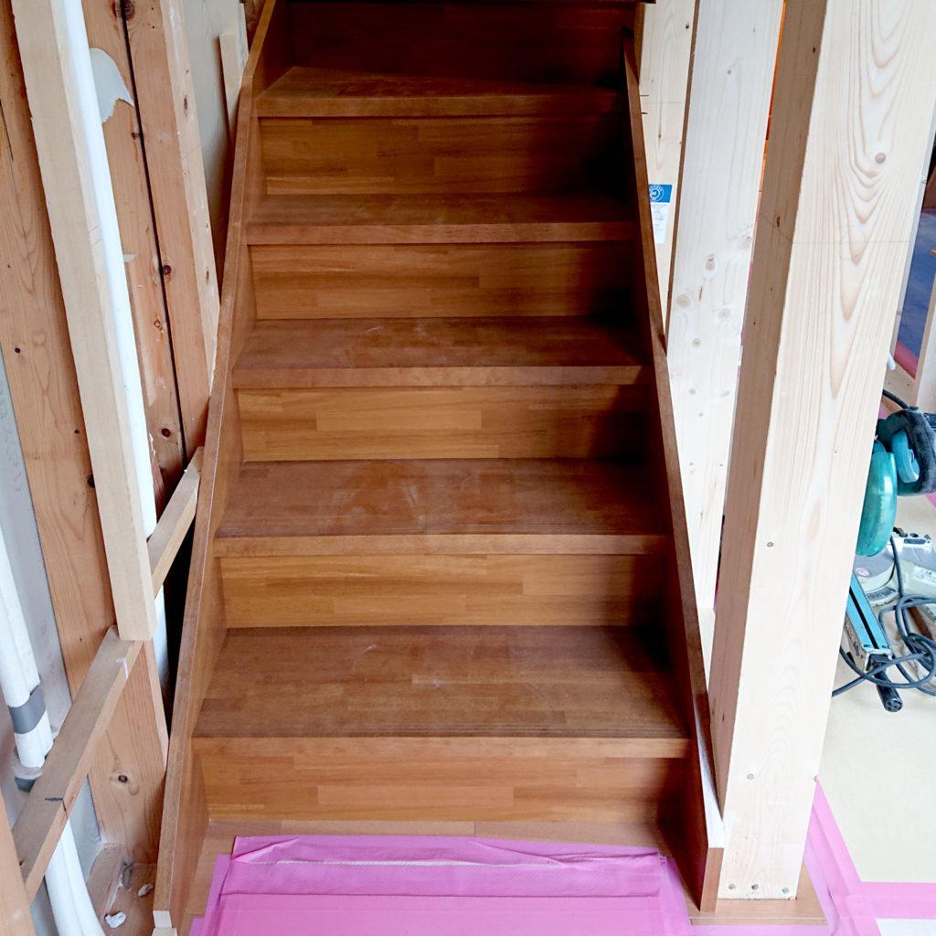 新しい階段が設置できました。