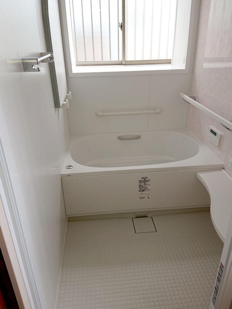 0.75坪の小さ目な浴室ですが、LIXILのプレミアムグレードのシステムバスです!