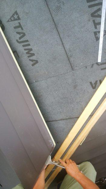 屋根工事も手伝いました。