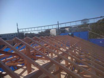 低燃費住宅新築工事応援に入ってます。