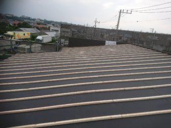 今日は屋根工事