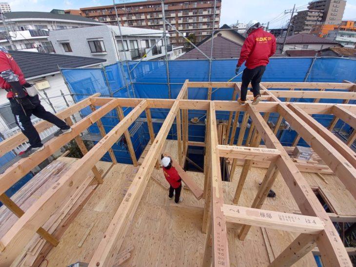 今日は新築工事の建て方(上棟)です!